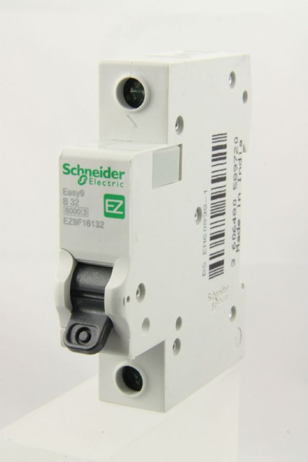 Schneider Easy 9 - EZ9F16132 - 32a Type B Single Pole MCB Used